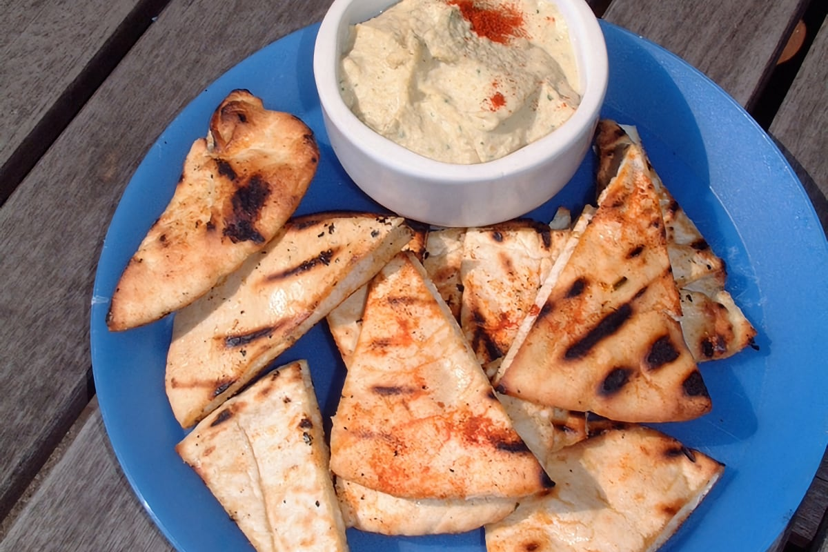 Pita Wedges with Hummus